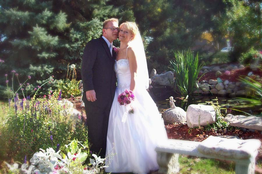 Cloran Mansion wedding couple in garden