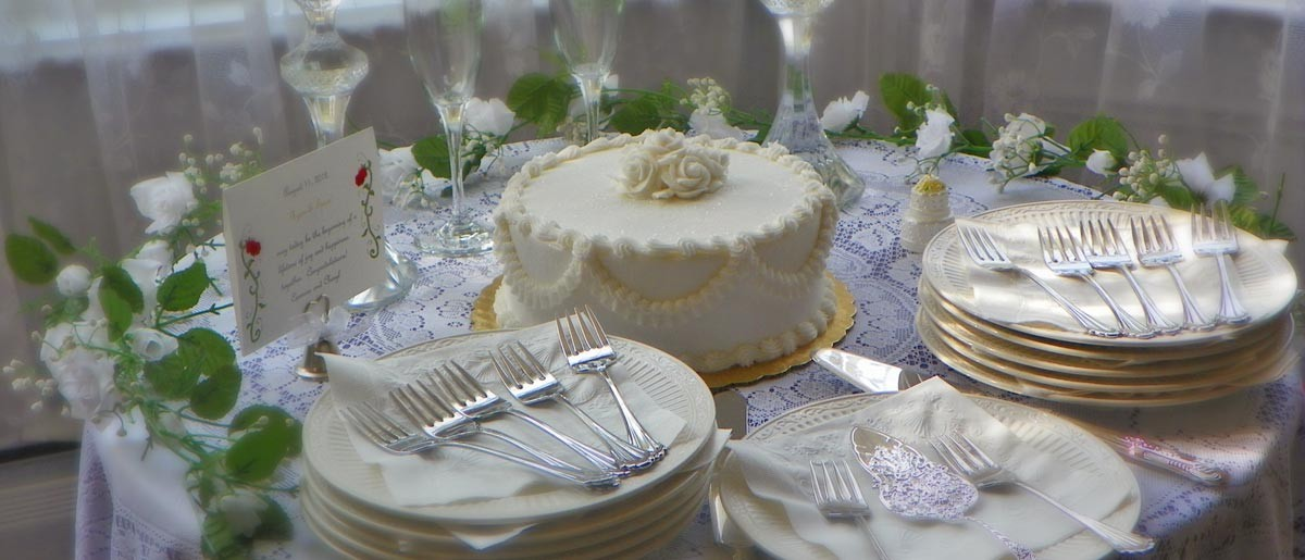 wedding cake table setting