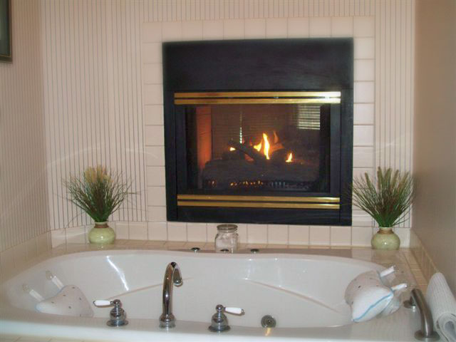 Cloran Condo spa tub and fireplace