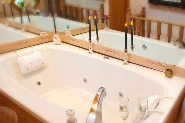 tower suite spa tub