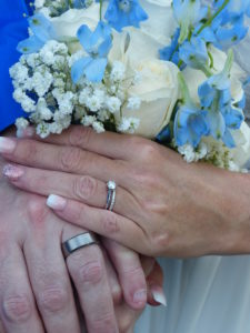 Close-up picture of the bouquet and wedding rings of Michelle and Dennis Jordan
